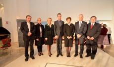 balról jobbra: Merka János plébános úr, Chiovini Rita konzulasszony, Dr. Németh Krisztina vezetőkonzul asszony, Tordai-Lejkó Gábor főkonzul, Szarvas Erzsébet lelkipásztori munkatárs, Soltész Miklós államtitkár úr, Kovács Ferenc konzul úr