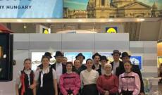 Csöbörcsök a magyar kiállító standnál - Fotó: Pathy Ottó