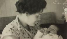 Lucia elsőszülött gyermekével, Lacikával, már Oslóban.