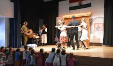 Moldvai táncok - Bogár István csoportja (Szent Gallen)