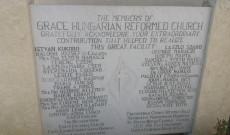 Emléktábla a templom alapítóinak