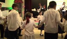 Az iskolások tánca a Historica Los Angelesi koncertjén