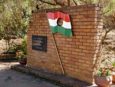 '56-os emlékmű a midrandi Magyar Tanyán