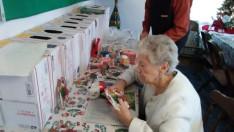 Saját kezüleg készített ajándékokkal is megajándékoztk egymást a duquesnei gyülekezet tagjai, amiket a képen látható ajándékdobozokban helyeztek el név szerint minden egyes gyülekezet tag számára