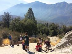 Portyázók,útban a hegy csúcsa felé