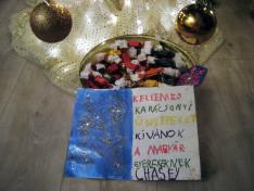 Karácsonyi képeslap, amit Chase készített a magyar gyerekeknek