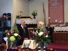 Veres Zoltán windsori főgondnok köszönti a püspököt