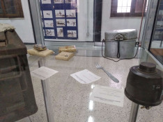 Kiállítási tárgyak a múzeumban