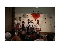 A Kanadai Kossuth Tánccsoport gyerekcsoportja