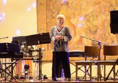 Késmárky Marika híres táncdalénekes is fellépett az est folyamán