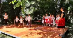 Az augsburgi Szent Piroska Hétvégi Magyar Óvoda gyermekeinek néptáncbemutatója
