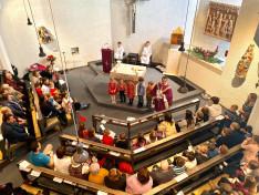 Csibi Sándor plébános prédikációjába bevonta a gyermekeket is
