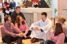 Jézus és tanítványai, köztük Júdás fekete dzsekiben