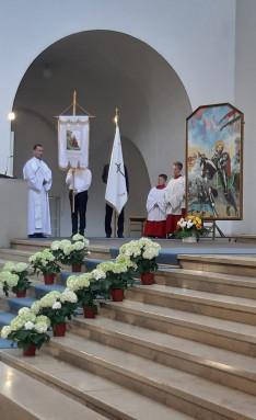 Az augsburgi Magyar Katolikus Misszió Szent László festménye és zászlaja