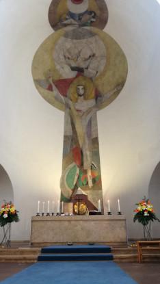 Oltár a St. Max templomban, a búcsúi szentmise helyszínén