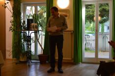 Merka János plébános atya köszönti az előadókat a müncheni Magyar Katolikus Egyházközség épületében