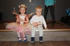 A legkisebbek már készen álltak a színpadon