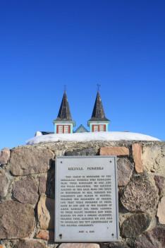 Emléktábla a békevári református templomnál