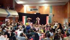 Közönség énekeltetés