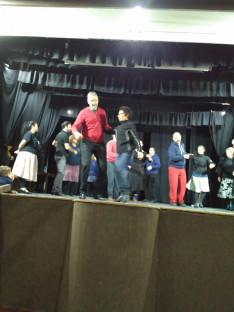 Előkészületek: táncpróba a színpadon, Mákvirág tánccsoport
