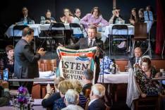 A református egység zászlója.