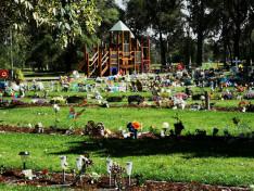 Gyermek temető játszótérrel.