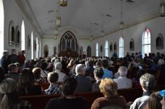 Hívekkel telt templom
