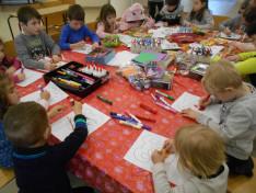 Minden gyerek élvezettel festette a maszkokat
