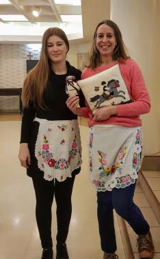 Emese és Natali - önkéntes tanárok