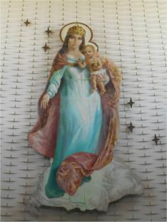 A montreáli Magyarok Nagyasszonya templom szentélyének fala