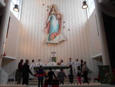 Miatyánk-imádság az oltár körül
