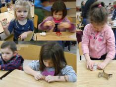 Minden gyerek nagy odaadással formázta a mézskalács figurákat