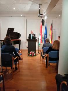 dr. Berényi János főkonzul úr köszönti a megjelent magyar és német vendégeket