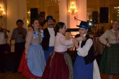 A Ferencz-család mindegyik tagja örömmel táncolta a bökönyit