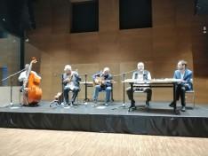 Magyar versek zenében tolmácsolva kiváló irodalmárral