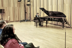A zongoránál Szilasi Dávid