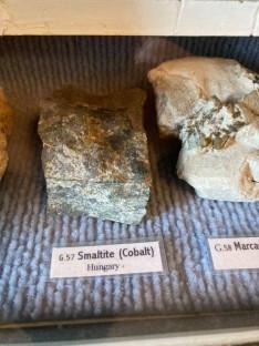 Magyarországról származó kobalt a Mootah-i múzeumban