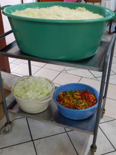 Tészta és csalamádé készítés Midrandben, Dél-Afrikában.
