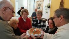 A kenyér megszentelése az vallási közösségek képviselőivel
