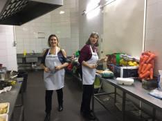 Törey Sofi és Zsuzsa a konyhában