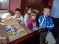 Csángómagyarok megkapták a bécsi magyarok által küldött ajándékot