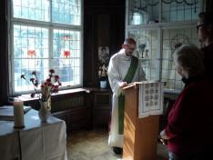 Az evangéliumot a német anyanyelvű dr. Hirschberger Raimund diakónus olvasta magyarul