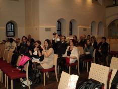 Közönség az innsbrucki 79. sz. Dr. Kozma György SJ Cserkészcsapat karácsonyi ifjúsági igeliturgiáján