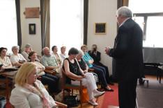 A közönség előtt: Vencser László, az ausztriai idegen nyelvű katolikus lelkészségek országos igazgatója