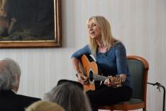 Géczi Erika a Pázmáneumban – Elsőként az Úton vagyok című dalt énekelte