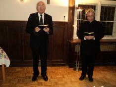 A közös éneklést Vencser László atya és Nagy-György Attila atya vezette
