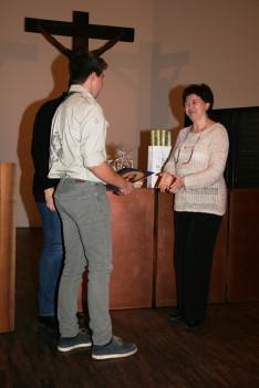 Varga Gabriella ösztöndíjastól minden cserkész ajándékot vett át