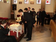 Gyertyagyújtás Márton Áron püspök emlékére