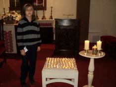 A tizenkét éves Zödös Keve Koppány a kezében Márton Áron-képet tart...