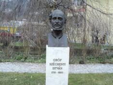 Gróf Széchenyi István szobra az Innsbrucki Magyar Ház kertjében